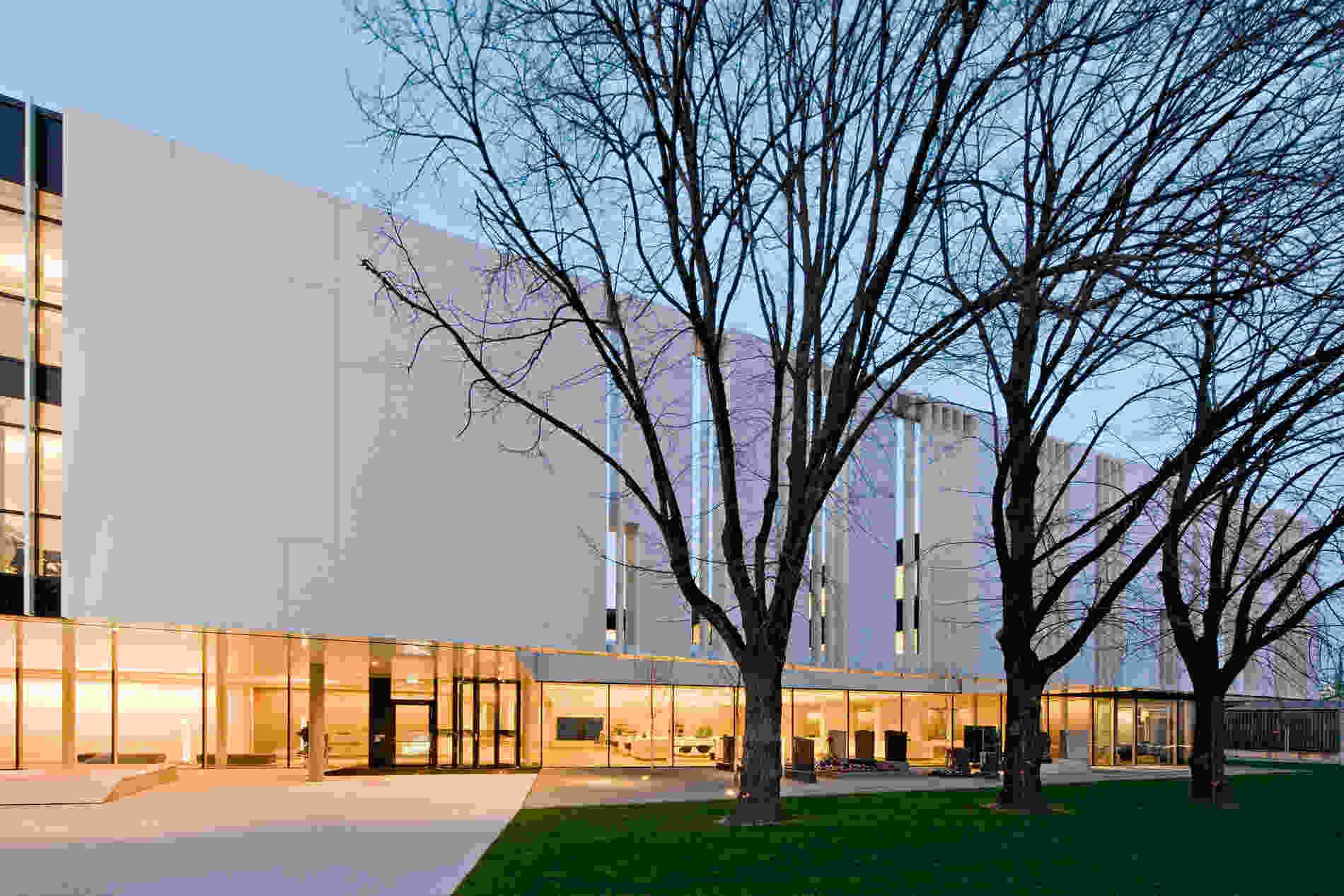 219 Headquarter BF facade hh 030